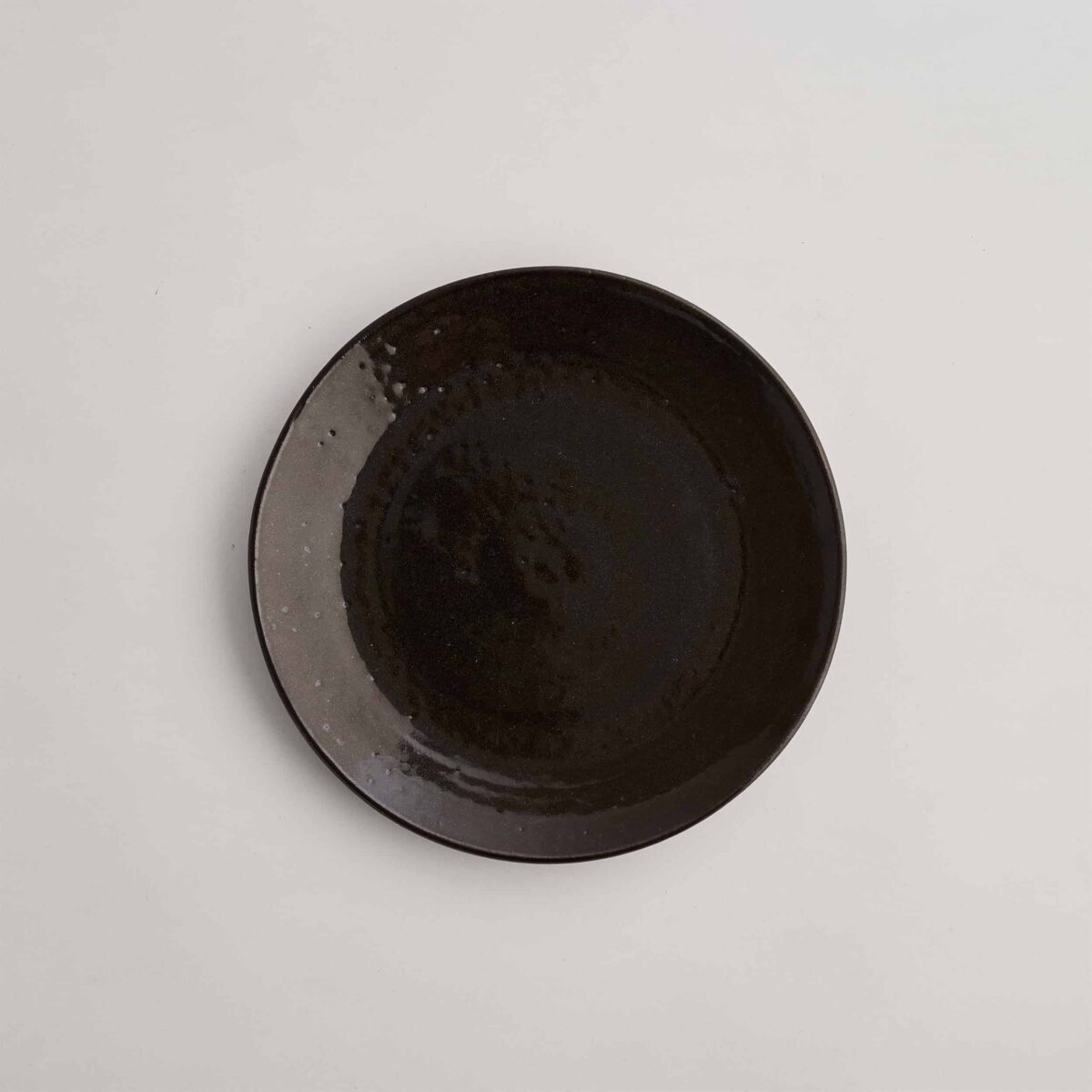 Marland Side Plate Gloss Black – Another Country – Photo Credit Yeshen Venema – web ready -21.11.185341