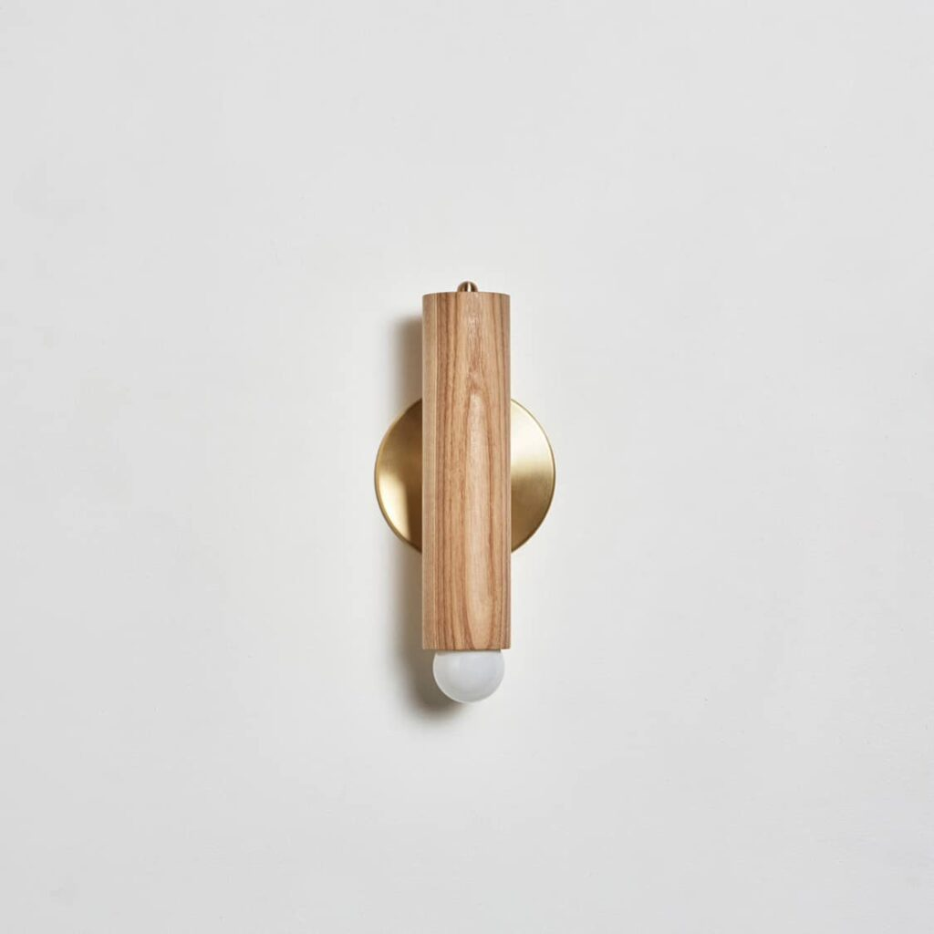 Lodge Sconce Oak / Hewn Brass